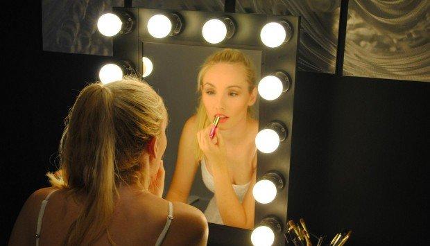 Gương trang điểm makeup