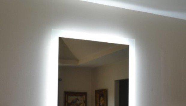 Gương phòng tắm có đèn đèn Led hắt sáng
