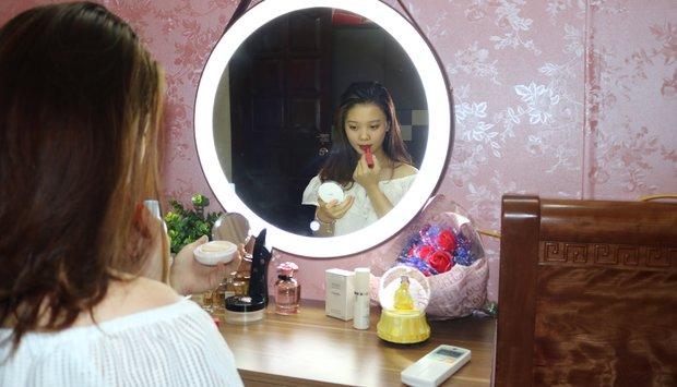 Xu hướng lựa chọn gương treo bàn trang điểm của con gái hiện đại