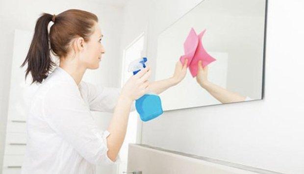 Cách vệ sinh gương nhà tắm sạch mọi vết bẩn, giữ vẻ đẹp sáng bóng