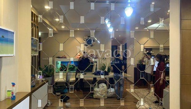 Gương bỉ màu đồng, màu trà-trang trí phòng khách
