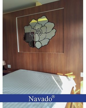 Gương nghệ thuật treo tường phòng ngủ Rose