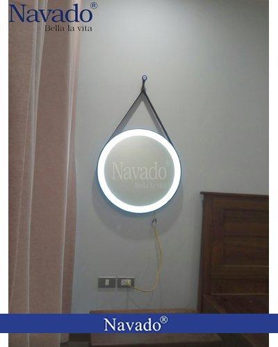 gương trang điểm treo tường đèn led dây da