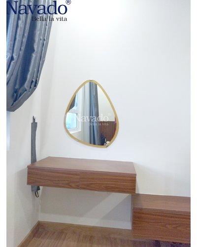 Gương treo trang điểm hình viên đá