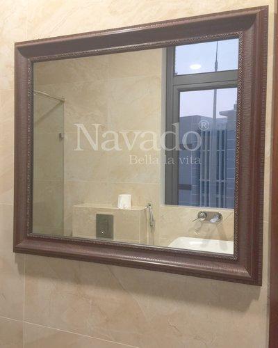 Gương treo phòng tắm khung gỗ