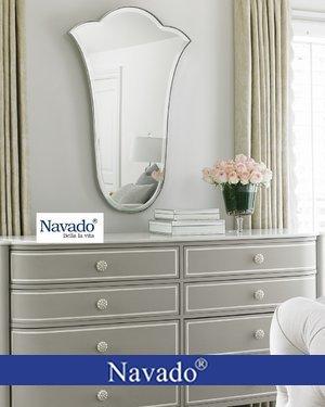 Gương phòng ngủ nghệ thuật hoa tuylip