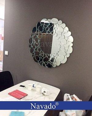 Gương trang trí phòng khách Queen