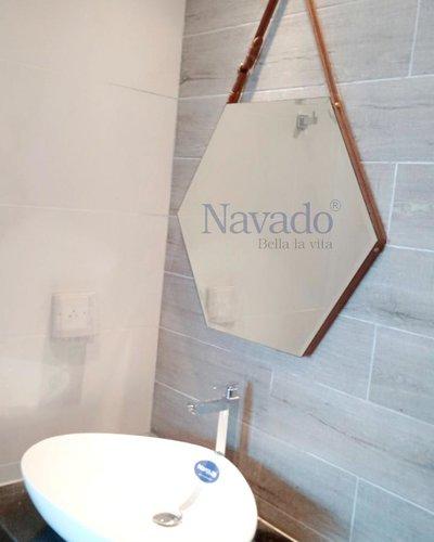 Gương nhà tắm lục giác treo dây da D50