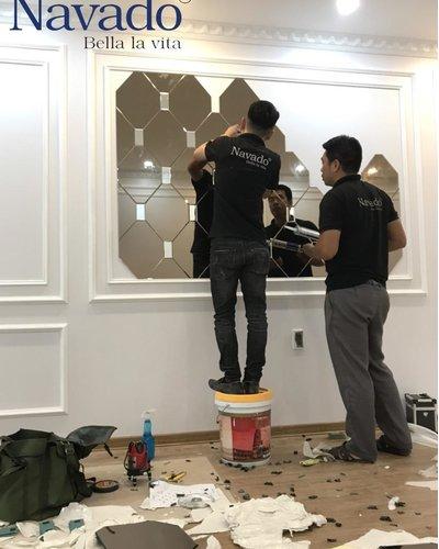Gương ghép tường nghệ thuật màu trà phòng khách