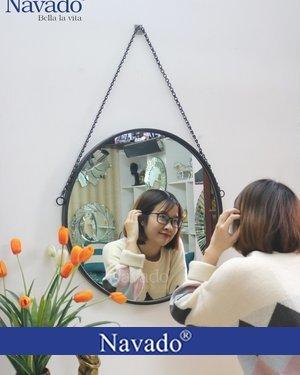 Gương trang điểm treo dây xích