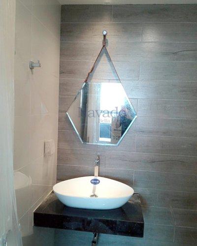 Gương phòng tắm lục giác treo dây da D50cm