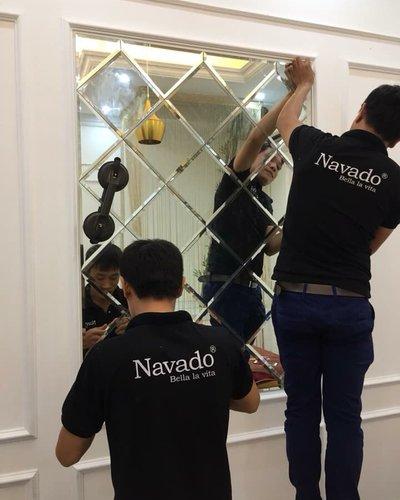 Gương ghép tường phòng ăn nghệ thuật decor