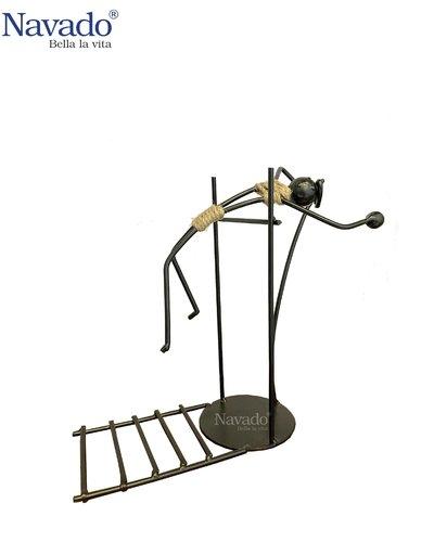 Sản phẩm decor bằng thép trưng bày Jump