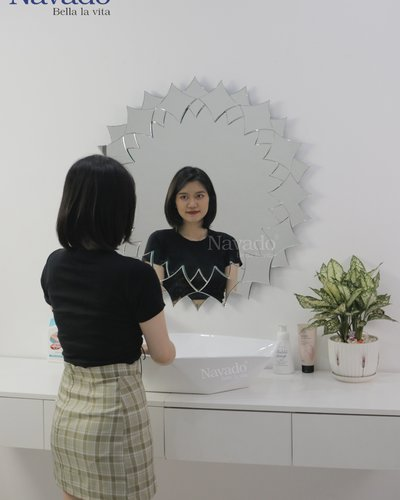 Gương treo tường trang trí phòng tắm Flora